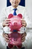 Uomo d'affari con la banca piggy Fotografia Stock Libera da Diritti