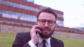 Uomo d'affari con la barba video d archivio