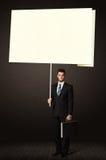 Uomo d'affari con la carta di Post-it Fotografia Stock Libera da Diritti