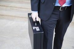Uomo d'affari con la cartella fotografia stock
