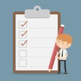 Uomo d'affari con la lavagna per appunti e la lista di controllo Immagini Stock