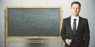 Uomo d'affari con la lavagna vuota Fotografia Stock Libera da Diritti