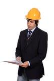 Uomo d'affari con la lettura dell'elmetto protettivo Immagine Stock Libera da Diritti