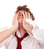 Uomo d'affari con la mano sulla testa nella crisi. Fotografia Stock Libera da Diritti