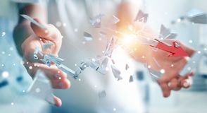 Uomo d'affari con la rappresentazione rotta della freccia 3D di crisi Fotografia Stock Libera da Diritti