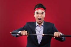 Uomo d'affari con la spada di katana Fotografie Stock
