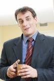 Uomo d'affari con la tazza Fotografia Stock