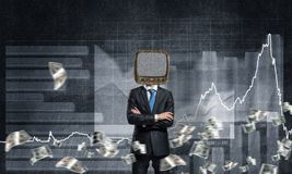 Uomo d'affari con la vecchia TV invece della testa Immagini Stock