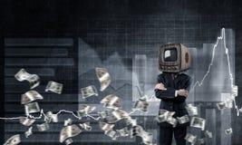 Uomo d'affari con la vecchia TV invece della testa Immagini Stock Libere da Diritti