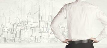 Uomo d'affari con la vista tirata della città Immagine Stock