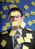 Uomo d'affari con le note di ricordo Fotografia Stock Libera da Diritti