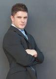 Uomo d'affari con le sue braccia piegate fotografia stock