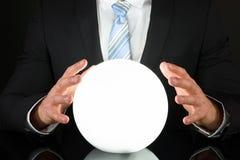 Uomo d'affari con sfera di cristallo Fotografia Stock Libera da Diritti