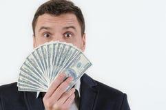 Uomo d'affari con soldi in studio su un fondo bianco Immagine Stock