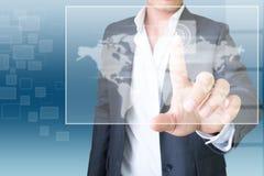 Uomo d'affari con tecnologia dello schermo attivabile al tatto Fotografia Stock