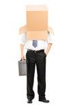 Uomo d'affari con un contenitore di cartone sulla sua testa Fotografia Stock Libera da Diritti