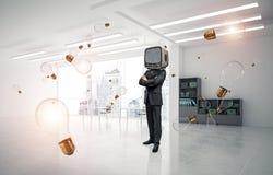 Uomo d'affari con una vecchia TV invece della testa Fotografie Stock Libere da Diritti
