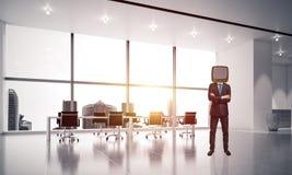Uomo d'affari con una vecchia TV invece della testa Immagine Stock Libera da Diritti