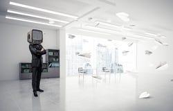 Uomo d'affari con una vecchia TV invece della testa Fotografie Stock