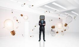 Uomo d'affari con una vecchia TV invece della testa Immagine Stock