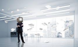 Uomo d'affari con una vecchia TV invece della testa Fotografia Stock