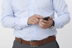 Uomo d'affari con uno smartphone Fotografia Stock Libera da Diritti