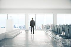 Uomo d'affari In Conference Room Fotografie Stock