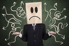 Uomo d'affari confuso con la testa della carta Immagine Stock Libera da Diritti