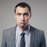 Uomo d'affari confuso On Gray Background Immagine Stock Libera da Diritti