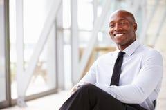 Uomo d'affari corporativo afroamericano, ritratto orizzontale fotografie stock