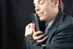 Uomo d'affari Cuddles Tablet immagine stock libera da diritti