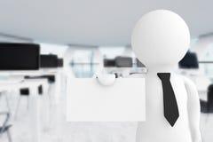 uomo d'affari 3d in ufficio che mostra un biglietto da visita in bianco rende 3D Immagini Stock Libere da Diritti