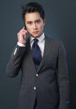 Uomo d'affari dall'Asia sul telefono Immagine Stock Libera da Diritti