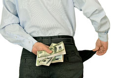 Uomo d'affari degli uomini che mostra le tasche vuote che si nascondono dietro i batuffoli di soldi Fotografie Stock
