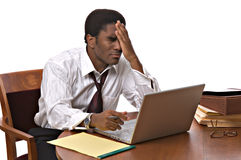 Uomo d'affari del African-American che lavora al computer portatile Immagine Stock