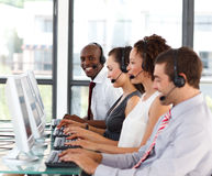 Uomo d'affari del African-American in una call center Immagine Stock