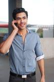 Uomo d'affari del Latino sul telefono Fotografie Stock Libere da Diritti