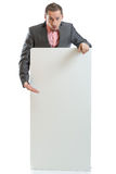 Uomo d'affari del legame del vestito che visualizza cartello fotografia stock libera da diritti