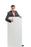 Uomo d'affari del legame del vestito che visualizza cartello fotografie stock