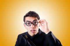 Uomo d'affari del nerd isolato su bianco Fotografie Stock Libere da Diritti