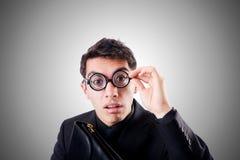 Uomo d'affari del nerd isolato sul bianco Immagine Stock