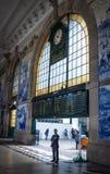 Uomo d'affari della stazione ferroviaria di Oporto Fotografie Stock Libere da Diritti