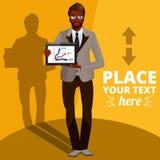 Uomo d'affari di afro ed informazioni di presentazione sul PC della compressa Fotografia Stock Libera da Diritti