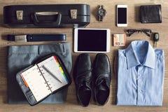 Uomo d'affari di organizzazioni per il lavoro d'ufficio Fotografia Stock