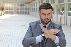 Uomo d'affari difensivo pronto a combattere fotografie stock