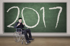 Uomo d'affari disabile con il numero 2017 Fotografie Stock