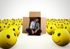 Uomo d'affari disperato solo in mezzo agli smiley felici rappresentazione 3d Fotografie Stock Libere da Diritti