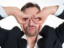 Uomo d'affari divertente con i vetri fatti delle dita Pilota dell'aeroplano Fotografie Stock