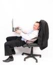 Uomo d'affari divertente con un computer portatile. fotografia stock libera da diritti