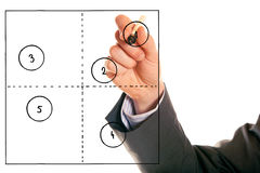 Uomo d'affari Drawing una cartella generica 2x2 Fotografie Stock Libere da Diritti